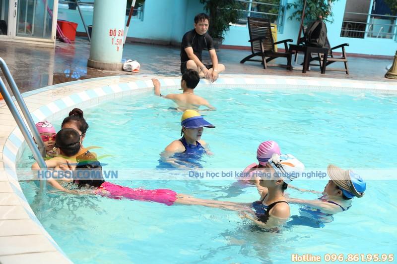Tại sao nên chọn học bơi kèm riêng tại Bảo Sơn Swimming?