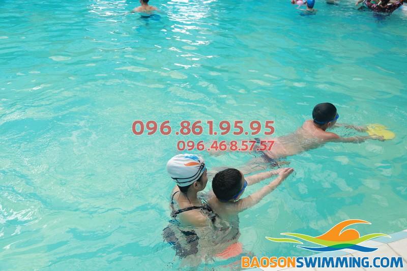 Học bơi sải đúng kỹ thuật với lớp dạy bơi khách sạn Bảo Sơn kèm riêng của Bảo Sơn Swimming