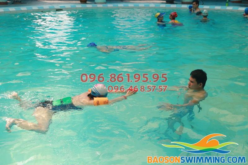 100% học viên biết bơi với lớp học bơi khách sạn Bảo Sơn của Baosonswimming 01