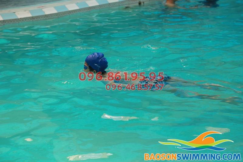 Từ 4 tuổi trở lên, hãy trang bị cho bé kỹ năng bơi lội với lớp học bơi tại khách sạn Bảo Sơn