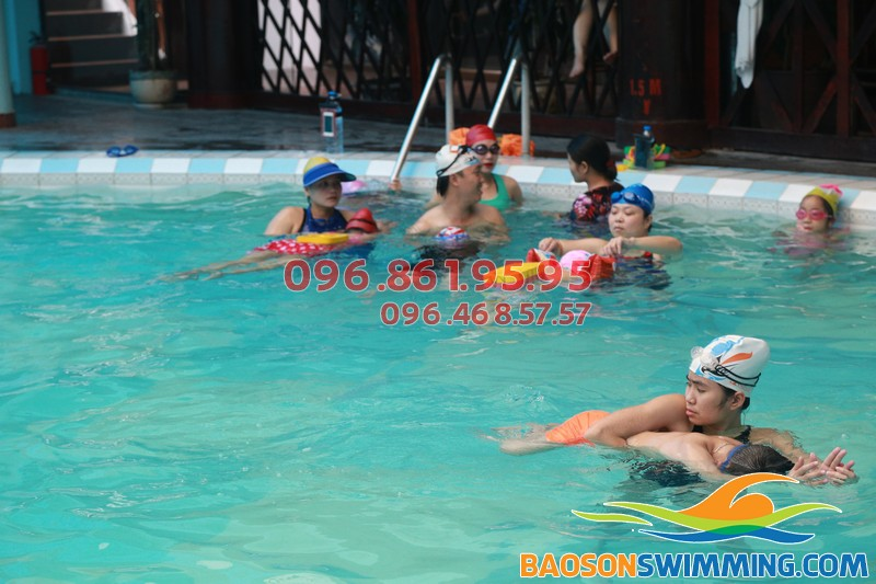 Lớp học bơi ở bể bơi khách sạn Bảo Sơn của Baosonswimming 02