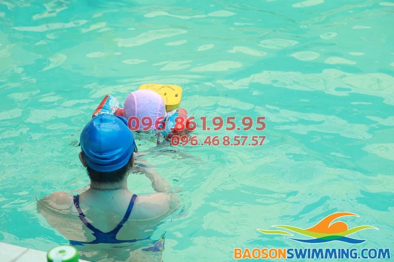 Xóa nạn mù bơi cho trẻ với lớp học bơi khách sạn Bảo Sơn - 01