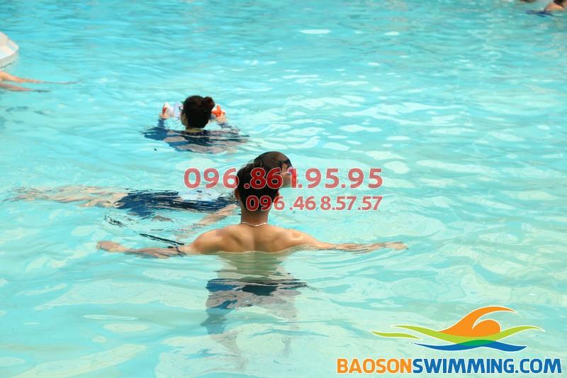 100% học viên biết bơi với lớp học bơi khách sạn Bảo Sơn của Baosonswimming 02