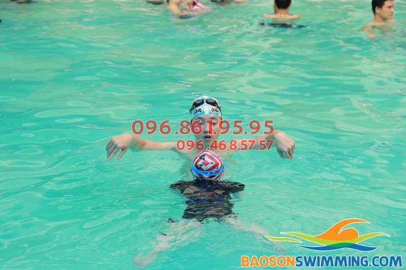 Học bơi ếch cấp tốc với lớp dạy bơi ở bể bơi khách sạn Bảo Sơn của Baosonswimming 01