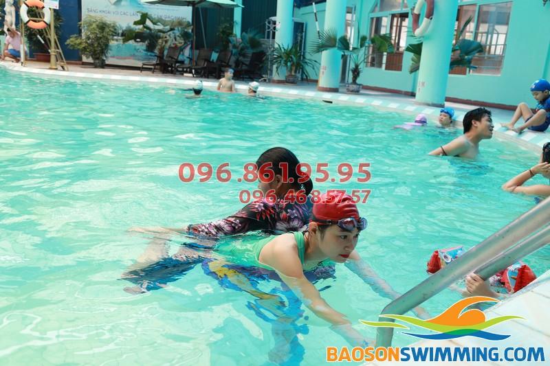 """Học bơi cấp tốc """"nhìn là hiểu"""" với lớp dạy bơi khách sạn Bảo Sơn 02"""