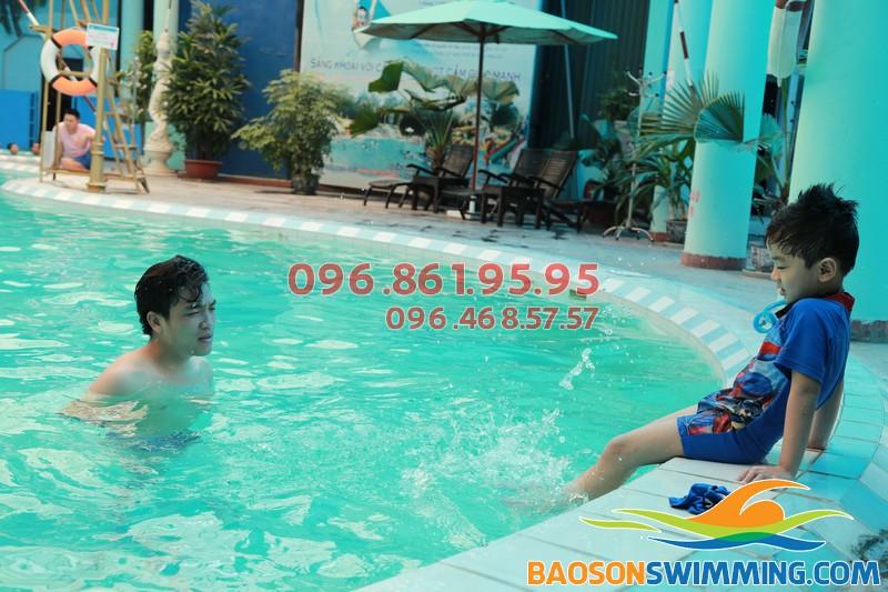 Bé vừa học vừa chơi với lớp học bơi khách sạn Bảo Sơn của Baosonswimming 01