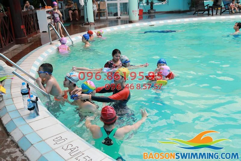 Hè bổ ích với lớp học bơi khách sạn Bảo Sơn của Bảo Sơn Swimming 02