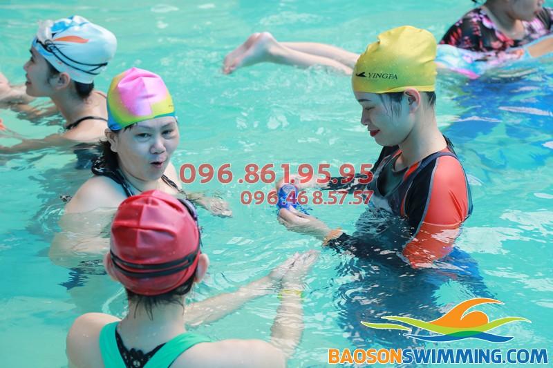 Lớp học bơi khách sạn Bảo Sơn kèm riêng dành cho người trung niên tại Hà Nội 01