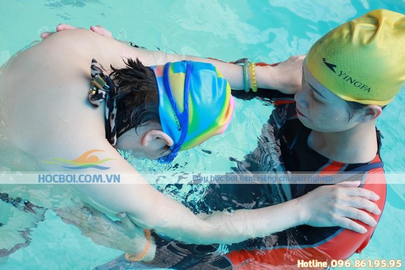 Lợi ích của bơi lội đối với người bị bệnh đau lưng