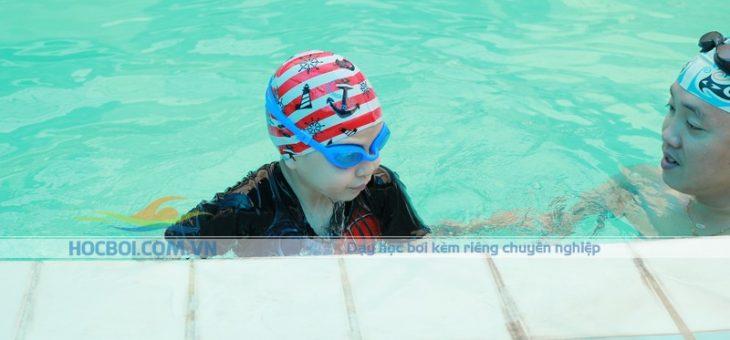 Những lợi ích tuyệt vời khi cho trẻ đi bơi