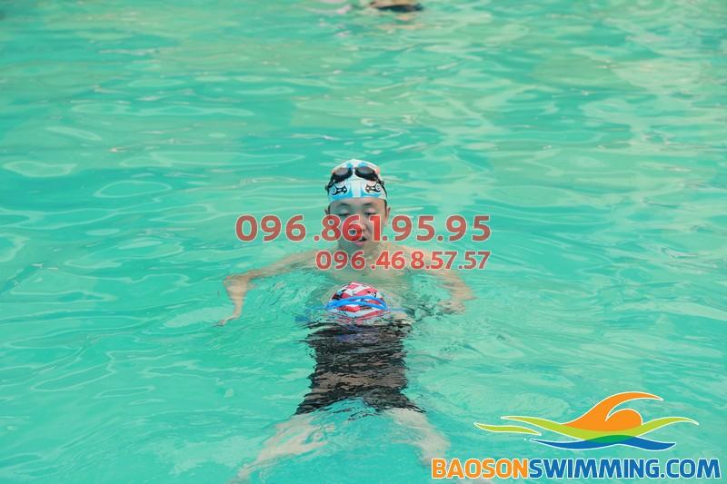 Vì sao Bảo Sơn Swimming lại thu hút được nhiều học viên nhí tham gia học bơi nhất?