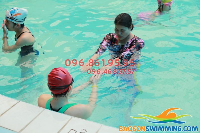 Lớp học bơi cho dân văn phòng tại Bảo Sơn Swimming