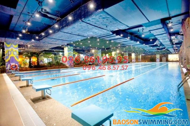Bể bơi Roayl City mát mẻ mùa hè, ấm áp mùa đông