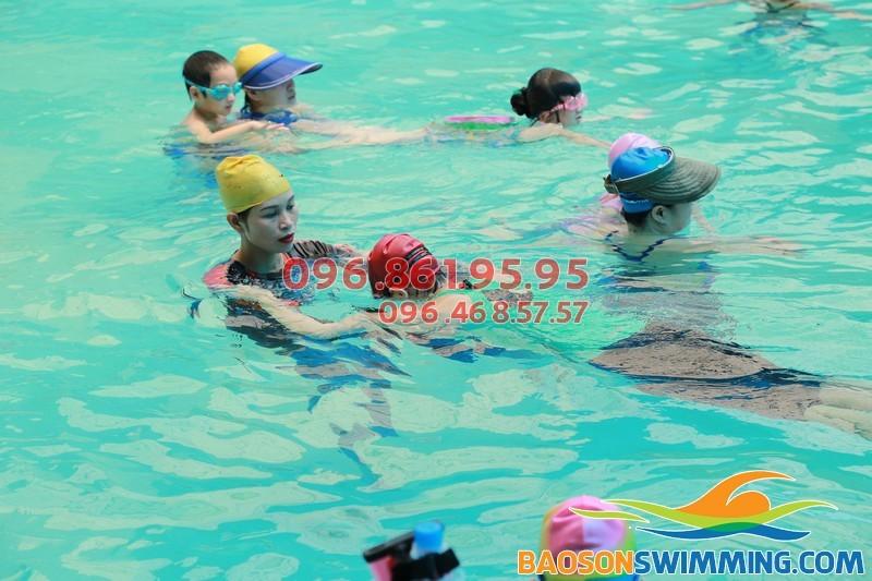 Lớp học bơi mùa đông uy tín, chất lượng, giá rẻ