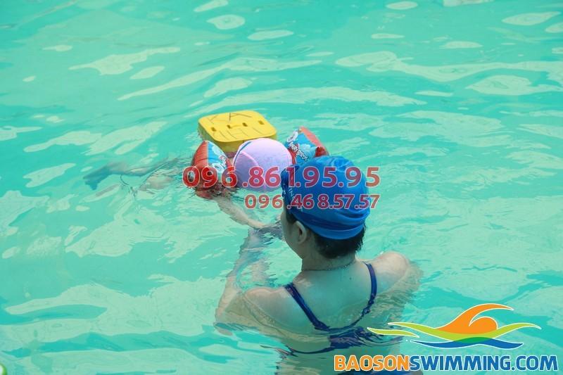 Cải thiện chức năng đường hô hấp cho trẻ nhờ bơi lội