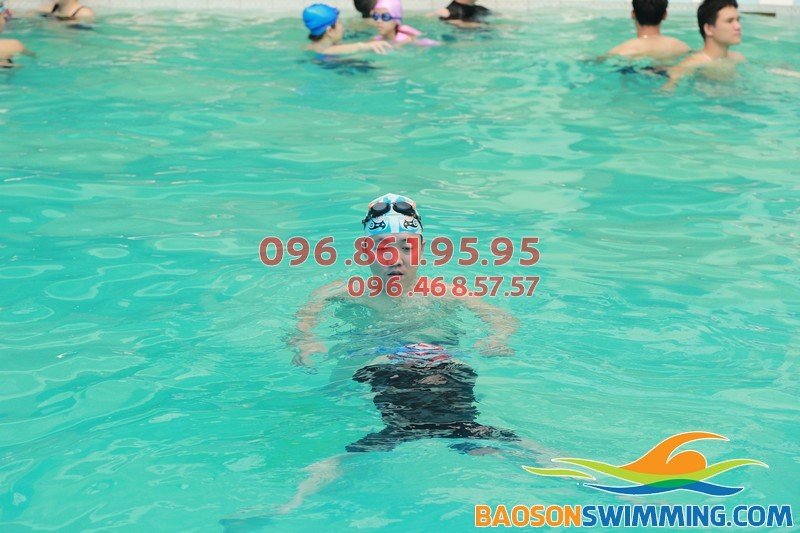 Học bơi bể Bảo sơn - Nên chọn lớp học bơi nào cho trẻ?!