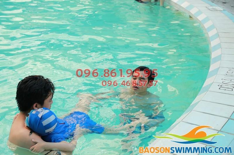 Học bơi ếch bể Bảo Sơn 2018 – Lớp học bơi ếch cho người lớn và trẻ em