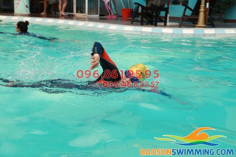 Học bơi sải 2018 tại bể bơi bốn mùa khách sạn Bảo Sơn
