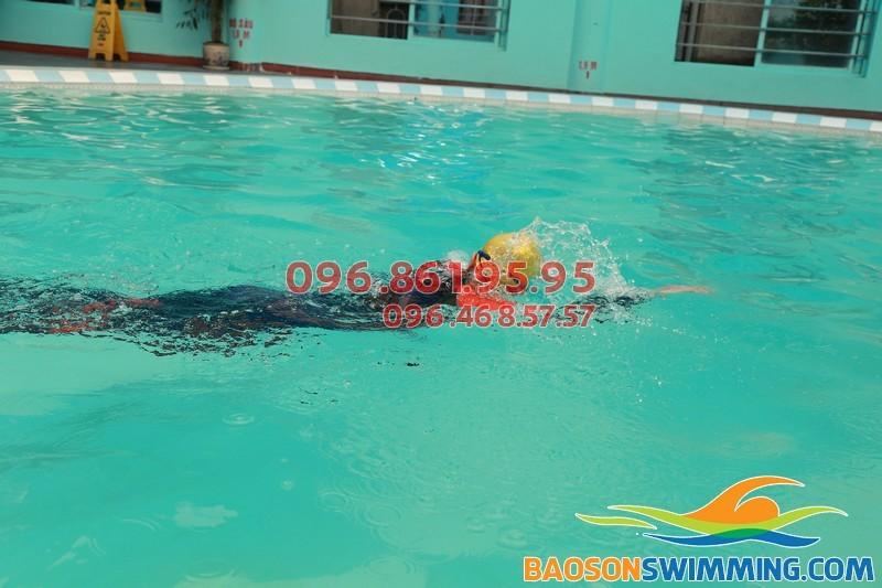 Học bơi sải 2017 tại bể bơi bốn mùa khách sạn Bảo Sơn