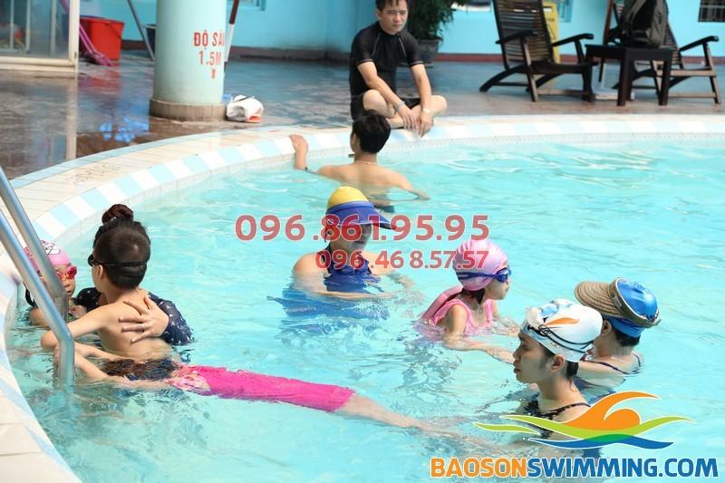 Trẻ sẽ học được gì khi tham gia học bơi tại bể bơi bốn mùa khách sạn Bảo Sơn?!