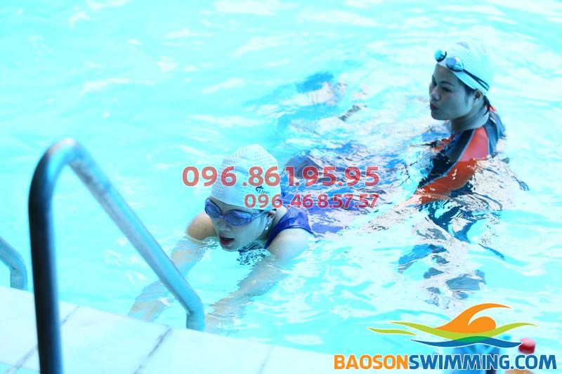 Dạy bơi ếch cho người lớn bể Bảo Sơn