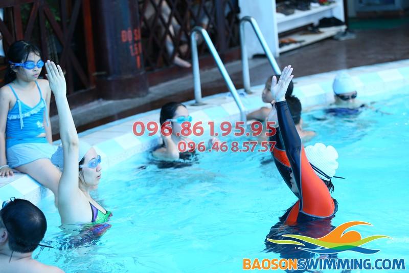 Dạy học bơi cho người lớn, có HLV nữ kèm riêng giá rẻ tại Đống Đa