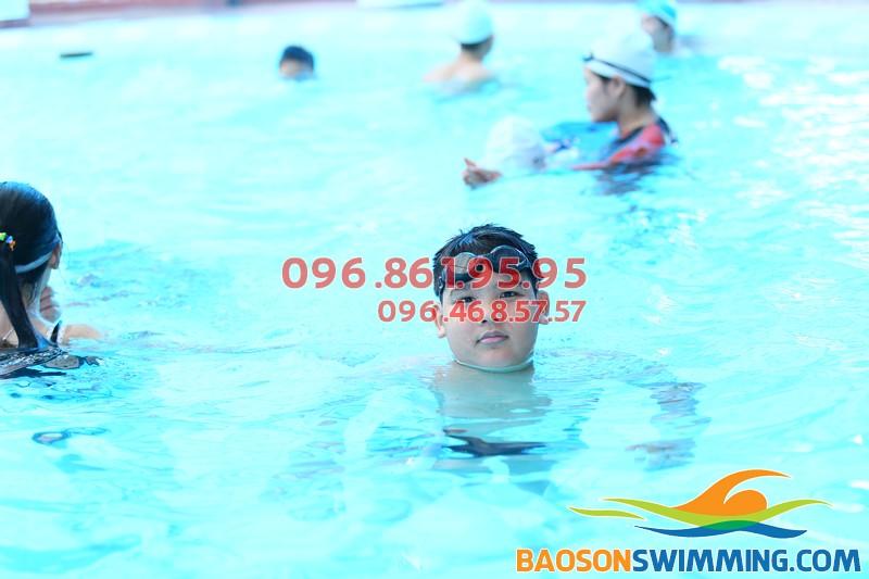 Dạy học bơi cho trẻ em bể bơi khách sạn Bảo Sơn 2017