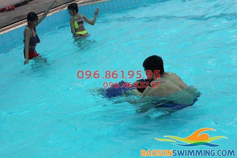 Dạy học bơi Hà Nội - Địa chỉ dạy học bơi kèm riêng uy tín