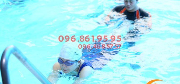 Học bơi ếch nhanh, chuẩn kỹ thuật với HLV giỏi bể Bảo Sơn
