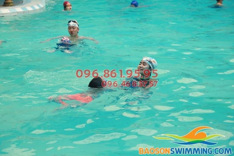 Lớp dạy học bơi tốt nhất cho trẻ em quận Đống Đa