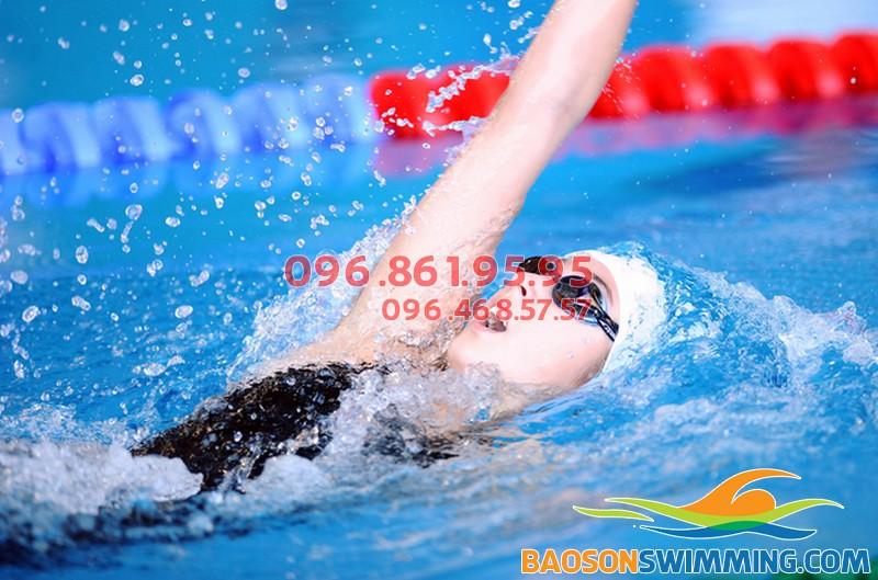 Cách bơi ngửa chuẩn kỹ thuật