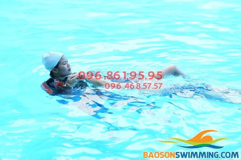 Cận cảnh hình ảnh dạy học bơi sải bể Bảo Sơn