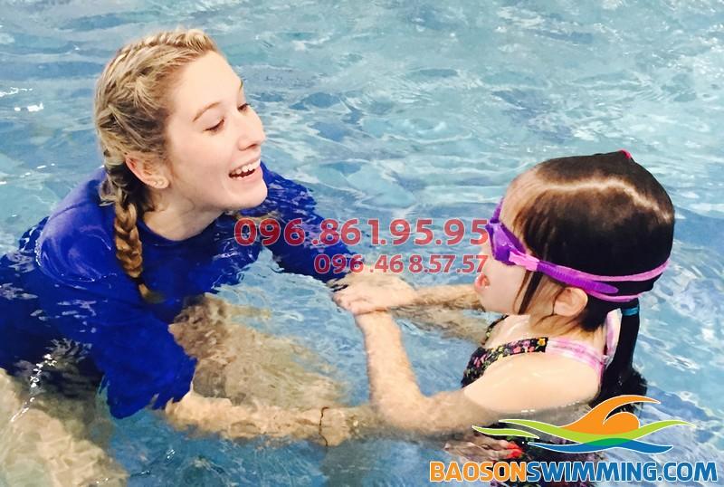 Chia sẻ bí quyết chọn lớp học bơi tốt cho trẻ