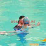 Cho trẻ học bơi cùng kiện tướng quốc gia tại Bảo Sơn có đắt không?!