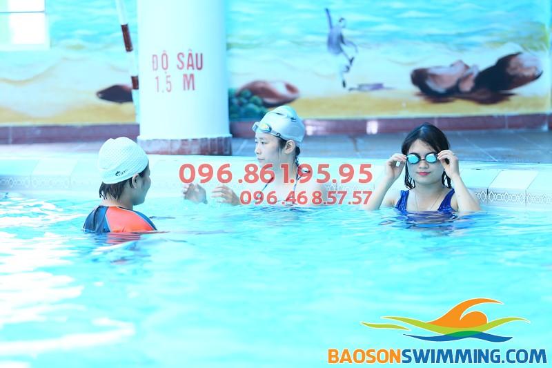 Dạy bơi giá sinh viên: Rẻ nhưng vẫn siêu chất lượng
