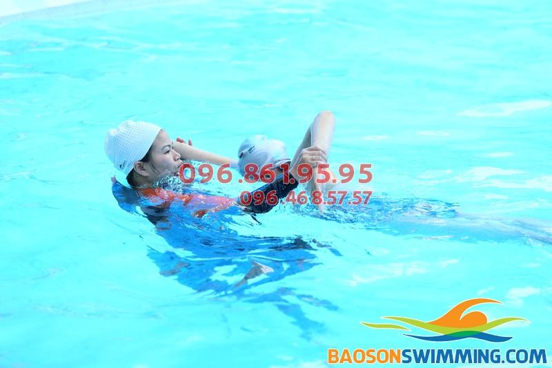 Dạy bơi người lớn bể Bảo Sơn: Bí quyết để dạy bơi thành công