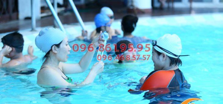 Học bơi 1 thầy 1 trò giá rẻ, môi trường thực hành bơi chất lượng