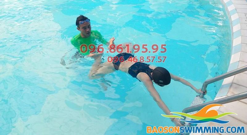 Học bơi ếch chuẩn kỹ thuật cùng vận động viên chuyên nghiệp tại Bảo Sơn Swimming