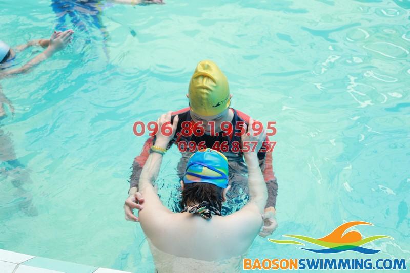 Cách dạy học bơi cho người lớn tuổi bể Bảo Sơn