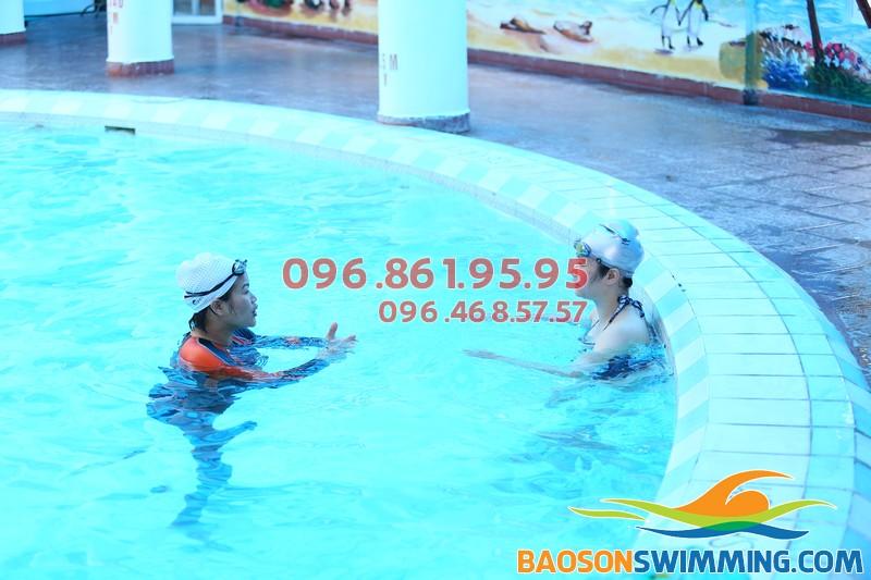 Cần tìm lớp học bơi giá rẻ cho người lớn khu vực quận Đống Đa