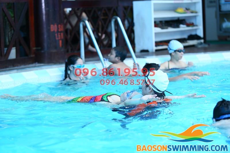Cần tìm lớp dạy học bơi ngửa mùa đông uy tín và chất lượng