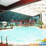 Học bơi mùa đông, bể vắng khách, nước không lạnh