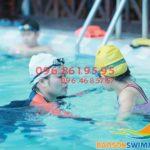 Các bước dạy bé học bơi dễ dàng
