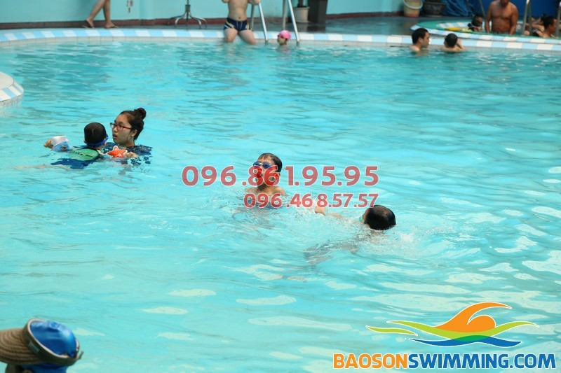 Địa chỉ học bơi mùa đông giá rẻ tại bể bơi khách sạn Bảo Sơn