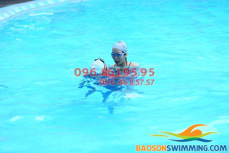 Nhận dạy học bơi cho trẻ em ở Hà Nội bể bơi Bảo Sơn giá rẻ
