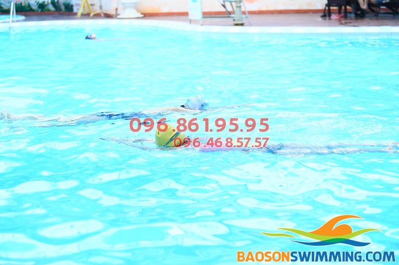 Học bơi Bảo Sơn giúp trẻ phòng tránh nguy cơ cong, vẹo cột sống