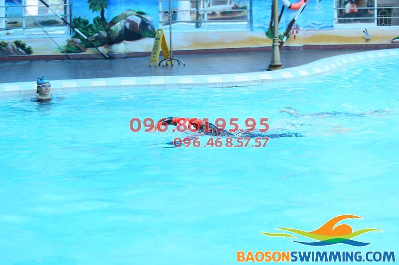 Học bơi sải nhanh chóng cùng giáo viên của Bảo Sơn SWimming