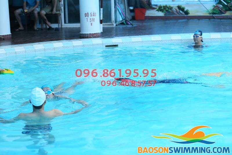 Học bơi Bảo Sơn với phương pháp dạy kèm riêng hiệu quả
