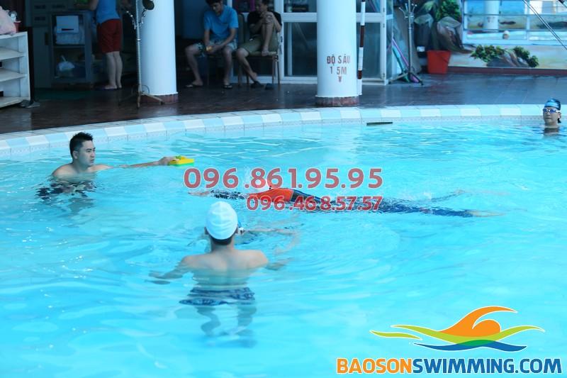 Học bơi bể bơi Bảo Sơn giúp trẻ có một cột sống khỏe mạnh tự nhiên