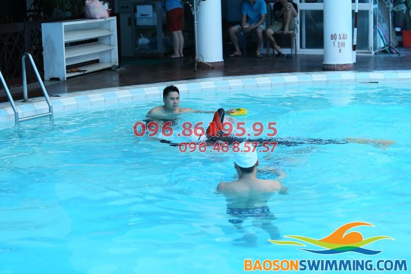 Học bơi theo nhóm cùng giáo viên giỏi tại bể bơi Bảo Sơn